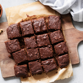 Greek Yoghurt & Walnut Brownies